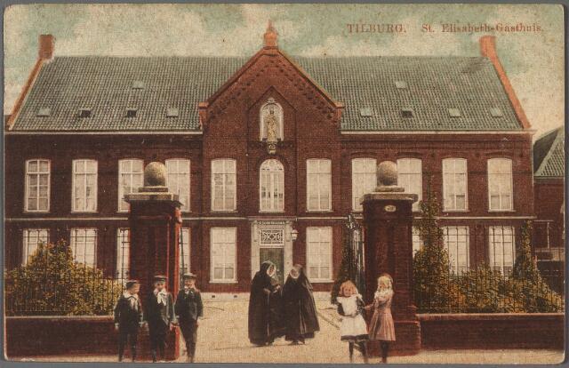 010503 - Het voormalige St. Elisabethgasthuis aan de Gasthuisstraat, nu Gasthuisring. In de poort twee zusters van de congregatie van O.L.V. Moeder van Barmhartigheid, belast met de verpleging van de zieken.