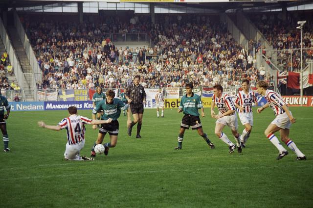 TLB023000957_003 - Willem II speelt thuis tegen Feyenoord.