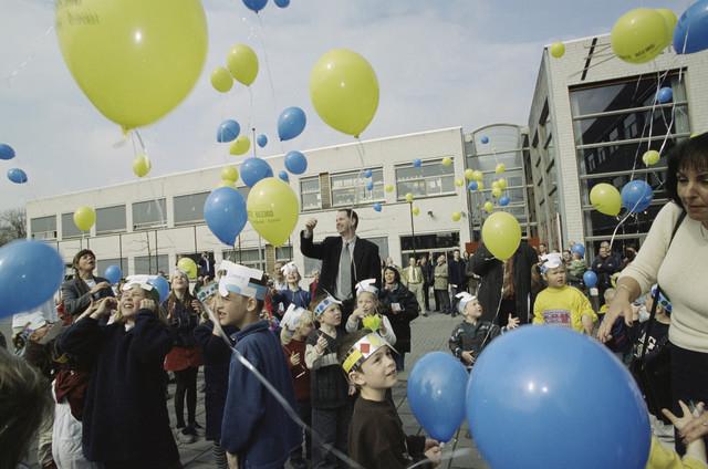 TLB023001355_003 - Kinderen van de Grote Beemd in de Reeshof te Tilburg