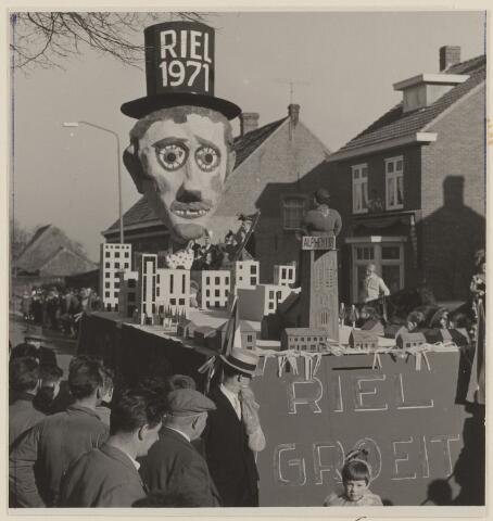 084051 - Carnaval. De optocht in Riel in 1971