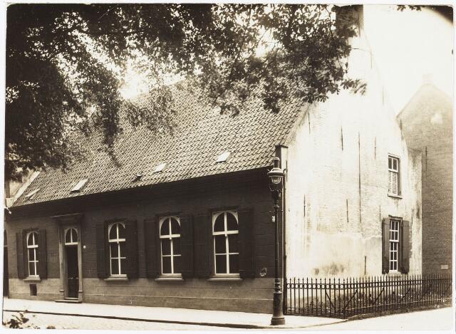 034972 - Voormalig huis van Barend Mutsaers (1696-1776), in 1737 bekend onder Veldhoven 82; Dit huis is afgebrand in 1928. Thans zusterklooster Franciscanessen van de Heilige Familie