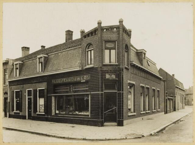 068523 - Slagerij F. van de Put, Molenstraat 166.