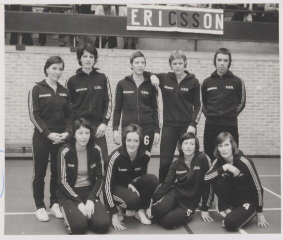 082092 - Volleybal. Dames van Ericson C.S.S.