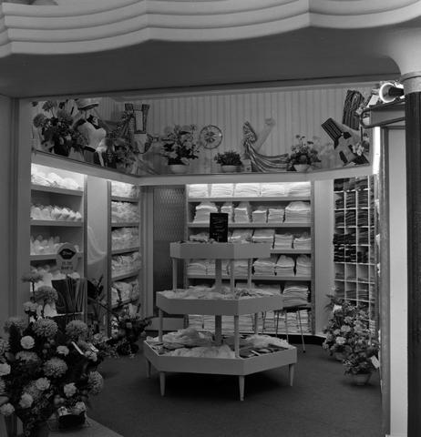 1237_013_046_003 - Lingerie. Slaapmode. Ondermode Berkdijksestraat. Opening