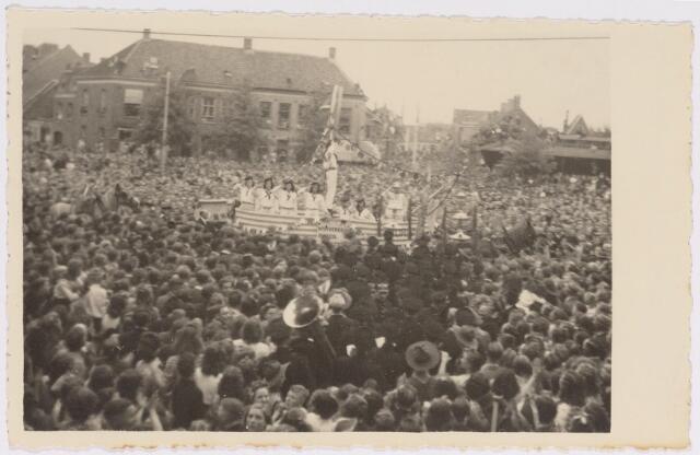 042783 - Nationale Feestdag, de eerste na de bevrijding