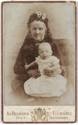 004549 - Johanna Gerarda DE HORION DE CORBY-NOLET (Schiedam 1807 - Tilburg 1890) met een van haar (achter?)kleinkinderen.