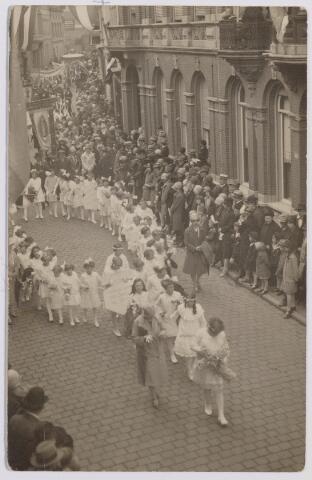 043904 - Processie in de Nieuwlandstraat.