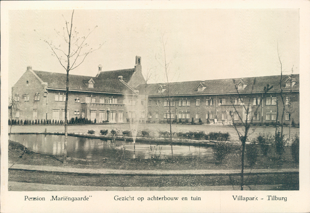 651377 - Mariëngaarde. Tilburg. Gezicht op de achterbouw en de tuin van pension Mariëngaarde. De architect van dit complex, Alexander Kropholler, was een volgeling van Berlage's vroegere bouwstijl (d.w.z. een ambachtelijke aanpak) en de combinatie van baksteen- en natuurstenen detaillering paste bij het ontwerp van dit grote pension. Er was bovendien een grote verwantschap te zien met de Delftse School.