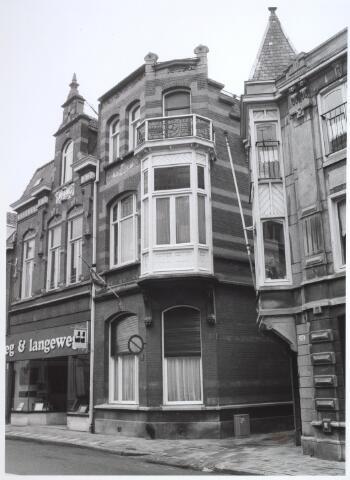 026926 - Kunsthandel / galerie Langeweg & Langeweg aan de Nieuwlandstraat (links). Het hoekpand ernaast heeft als huisadres Vincentiusstraat 2