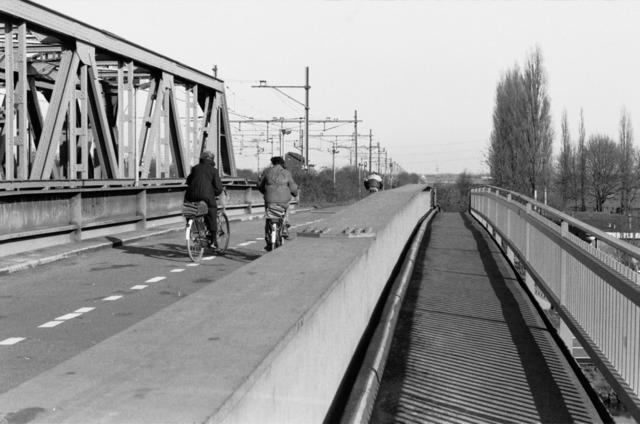 656652 - Spoorbrug in Tilburg in 1984.