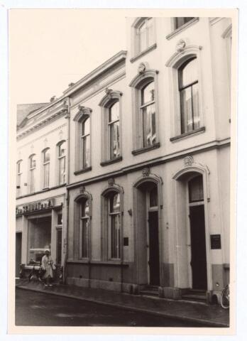 026928 - Herenhuis in classicistische stijl aan de Nieuwlandstraat eind 1964