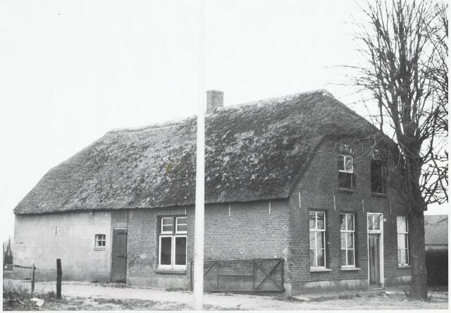 032959 - Boerderij aan het Moleneind 68,  eigenaar bewoner P. de Jong; deze boerderij werd afgebroken in verband met plan Noord