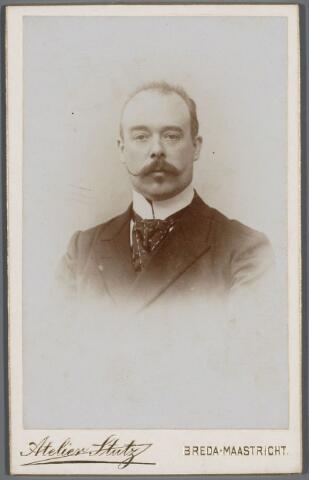 103581 - Gemeentepersoneel. Franck van Cornet, 1e ambtenaar van de secretarie.