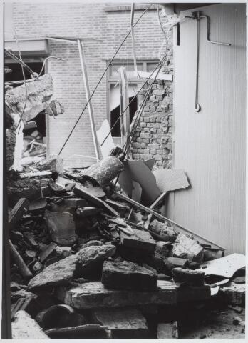 026574 - Sloop van het Kempisch verdiepinghuis op de hoek Molenstraat - Hoefstraat begin maart 1981