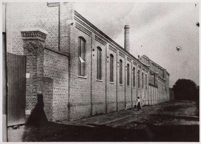 025139 - Gedeelte van de gemeentelijke gasfabriek aan de Lange Nieuwstraat in 1903