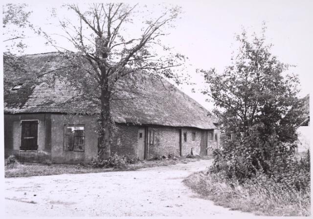 024790 - Vervallen boerderij aan de Kraaivenstraat eind 1964