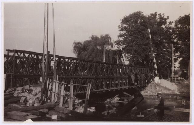 012689 - WO2 ; WOII ; Tweede Wereldoorlog. Herstel. Provisorisch herstelde brug over het Wilhelminakanaal bij de Bosscheweg. Duitse troepen uit de richting Moergestel bliezen de brug op tijdens hun terugtocht eind oktober 1944