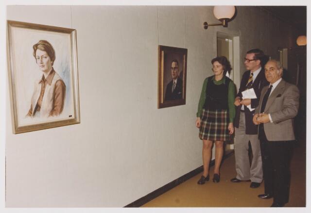 081738 - Expositie C. de Kort in het gemeentehuis in Rijen