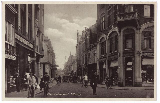 001183 - Verkeersagent op de hoek Heuvelstraat Oude Markt.