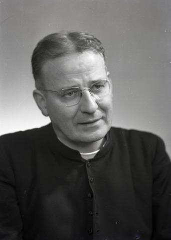 654860 - Religie. Portret van Pastoor W.W.A.M. van Beurden (1904-1967). Pastoor van parochie 't Goirke van 1952 tot 1967.