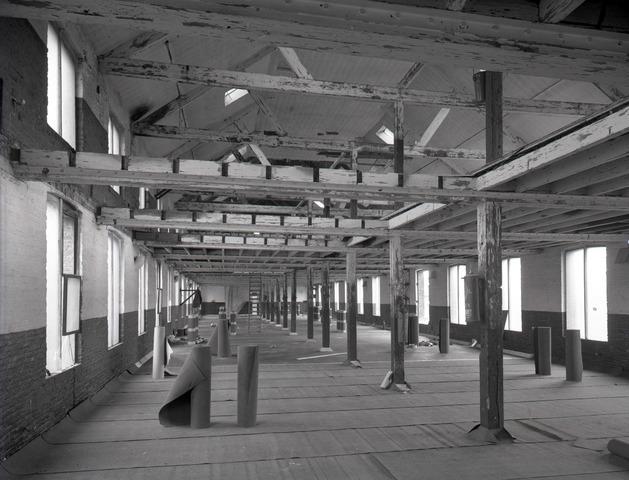 654577 - Industrie. Interieur fabriek. Vermoedelijk de zolder van Chris Mommers, nu Textielmuseum