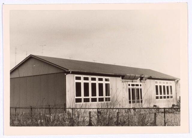018767 - Houten noodschool aan de Generaal Smutslaan eind 1966