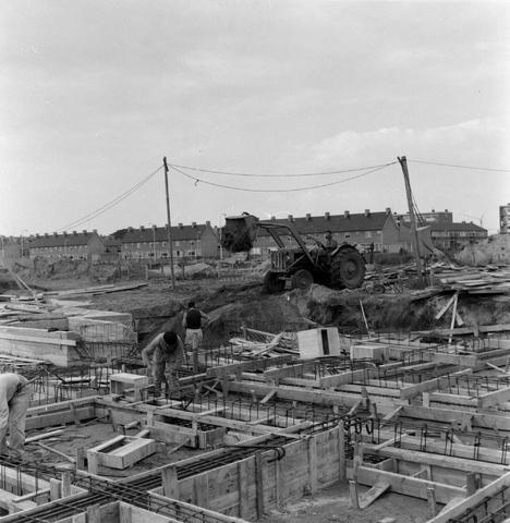 1237_013_056_001 - Bouwplaats. Bouw Economische Hogeschool 1962