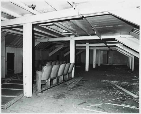 025390 - Interieur van het St. Josephgasthuis aan de Lange Nieuwstraat tijdens de sloop in 1977
