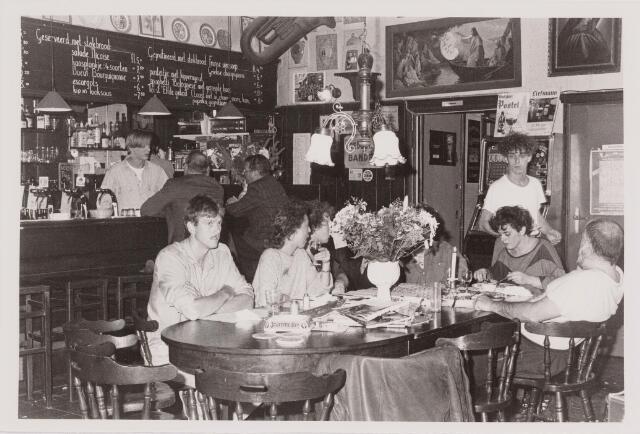 040510 - Café 'T Elfde Gebod, Paleisring 23.