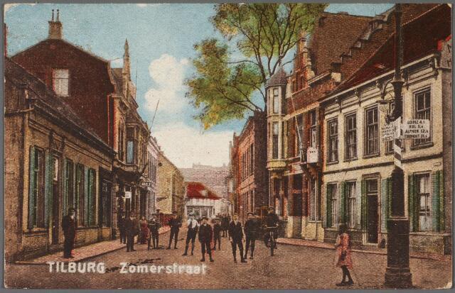010493 - Zomerstraat. Rechts de splitsing Zomerstraat-Bredaseweg. Links de ingang van de Schoolstraat.