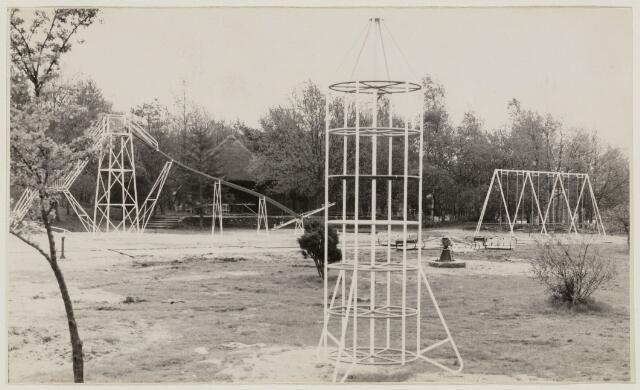 100953 - Sport- en Recreatiecomplex De Warande met openlucht zwembad. De wanarde is klaar en ook de speeltuin