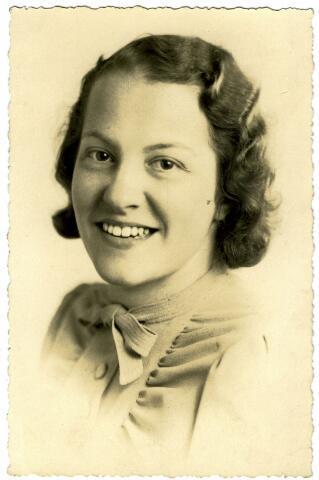 082876 - Johanna Wouthera Josepha Maria Wagemakers, geboren te Tilburg op 29 juli 1912, dochter van bloemist Alphonsus Fr.C. Wagemakers en Petronella J.Th. Favier.
