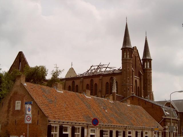 656916 - De Hasseltse kerk wordt grotendeels verwoest door een brand in 2003. Na restauratiewerkzaamheden doet de kerk vanaf 2005 dienst als wijkcentrum.