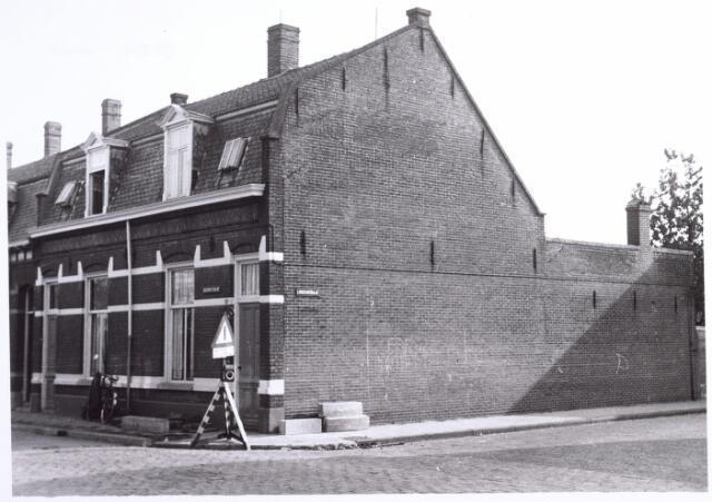 015785 - Pand op de hoek van de Boomstraat en de Lindenstraat (rechts)