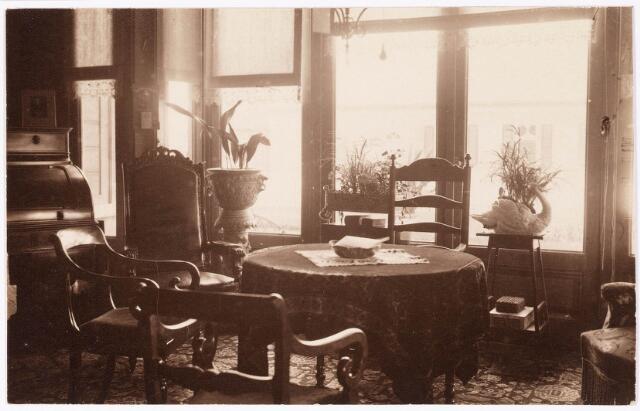 033280 - Woonkamer in villa Tivoli aan de Bosscheweg, nu Tivolistraat.