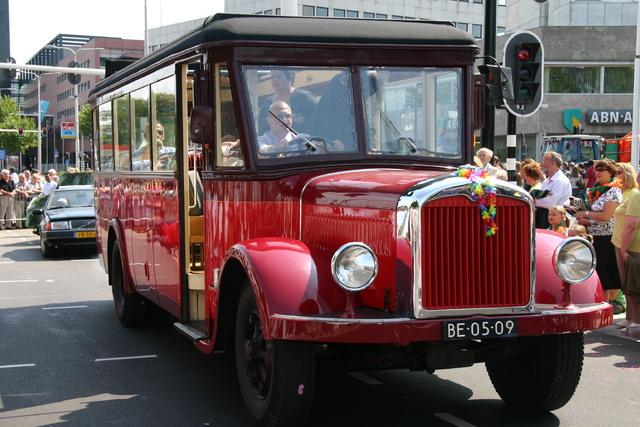 657382 - De T-parade. Een kleurrijke multiculturele optocht door het centrum van Tilburg. De vele culturen van Tilburg worden getoond.