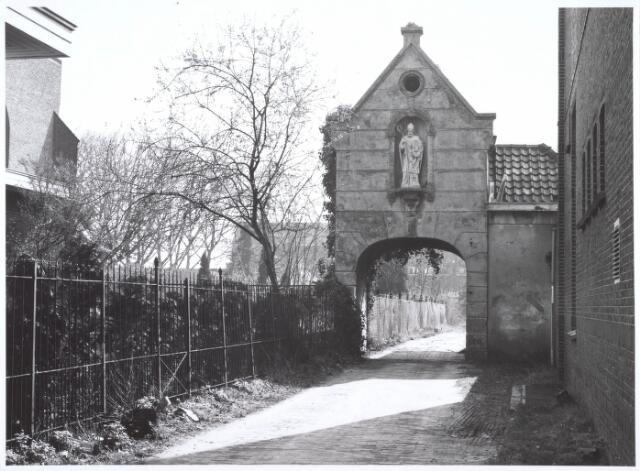 019124 - Het zogenaamde ´norbertijnenpoortje´, behorende tot de voormalige pastorie van de parochie Goirke en dat als enige de sloop in 1927 overleefde. Norbertijnerpoort.
