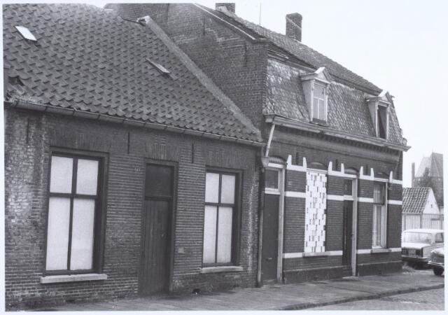 022524 - Slooppanden aan de Van Hogendorpstraat eind 1975