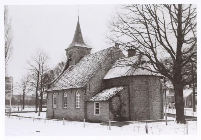 020308 - De Hasseltse kapel in een winterse omgeving