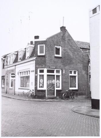 017226 - Pand Capucijnenstraat 30 eind 1978. Rechts de St.-Annastraat