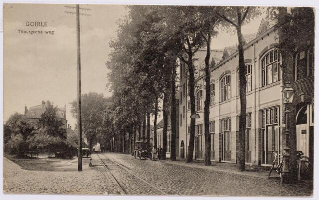 046645 - Tilburgseweg bij de splitsing met de Kloosterstraat. Rechts café de Nijverheid van de familie Evers-Oosterlee.