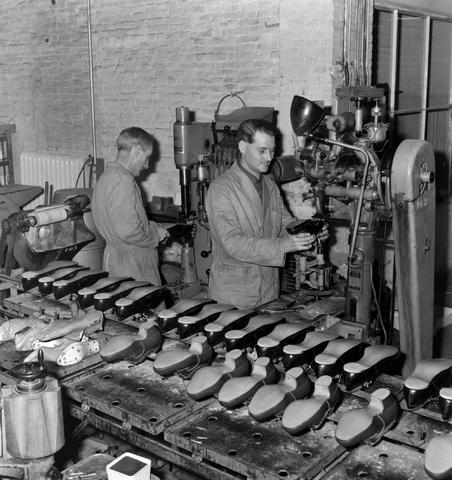1237_013_067_002 - Schoenen. Schoenfabriek Mannaerts