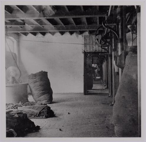 037592 - Textielindustrie. Ververij van de Gebroeders Diepen anno 1905. Naast het verven van de wol kon men ook kiezen voor het verven van garen of de stukken zelf