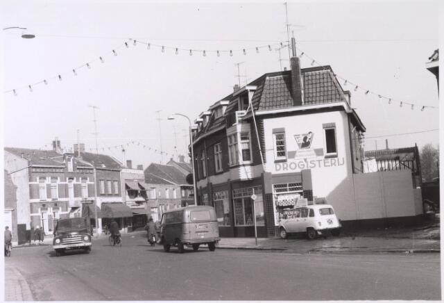 024763 - Overgang van Korvelplein (voorgrond) naar Korvelseweg
