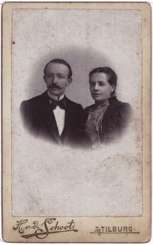 003879 - Woutherus BURMANJE en zijn vrouw Elisabeth STALPERS.  Woutherus Burmanje was van beroep schoenmaker (Heuvel). Hij werd geboren op 20 oktober 1865 in Loon op Zand, en overleed te Tilburg op 16 december 1924. Huwde op 17 oktober 1899 te Tilburg met Elisabeth Stalpers, geboren op 20 november te 1860 Tilburg, aldaar overleden op 23 augustus 1923.