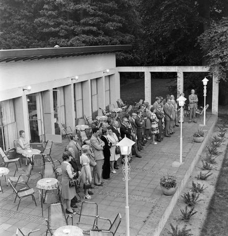 1237_012_991-2_005 - Viering van een jubileum van textiel firma Van Besouw b.v. bij restaurant Boschlust in Goirle in juni 1974.
