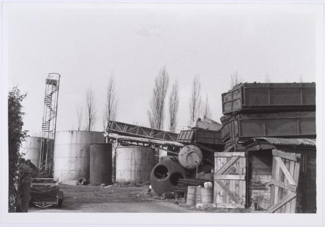 014207 - Opslagplaats van oud ijzerhandel Van Raak aan de Alpenlaan