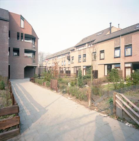D-001574-3 - Woningen in een steegje tussen het van Coehoornhof en Calandhof