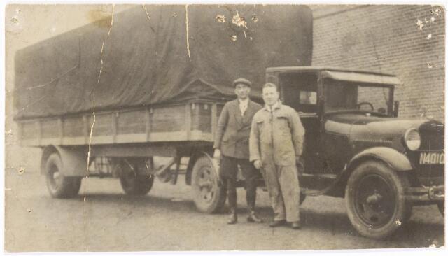 """039243 - Volt. Zuid. Hulpafdelingen, Vrachtwagens. Vervoer, Expeditie, Logistiek. De Volt """"oplegger"""" , Ford N4010, omstreeks 1935. Toen heette de Voltstraat Nieuwe Goirleseweg."""