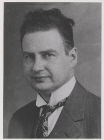 079310 - Dr. Franciscus Antonius Wilhelmus Maria De Sain. geboren 31 oktober 1888 te Amsterdam. overleden 26 November 1959 te Oisterwijk. Huisarts te Oisterwijk en verbonden met het Rode Kruis aldaar. Hij was gehuwd met Elisabeth Nuyens.